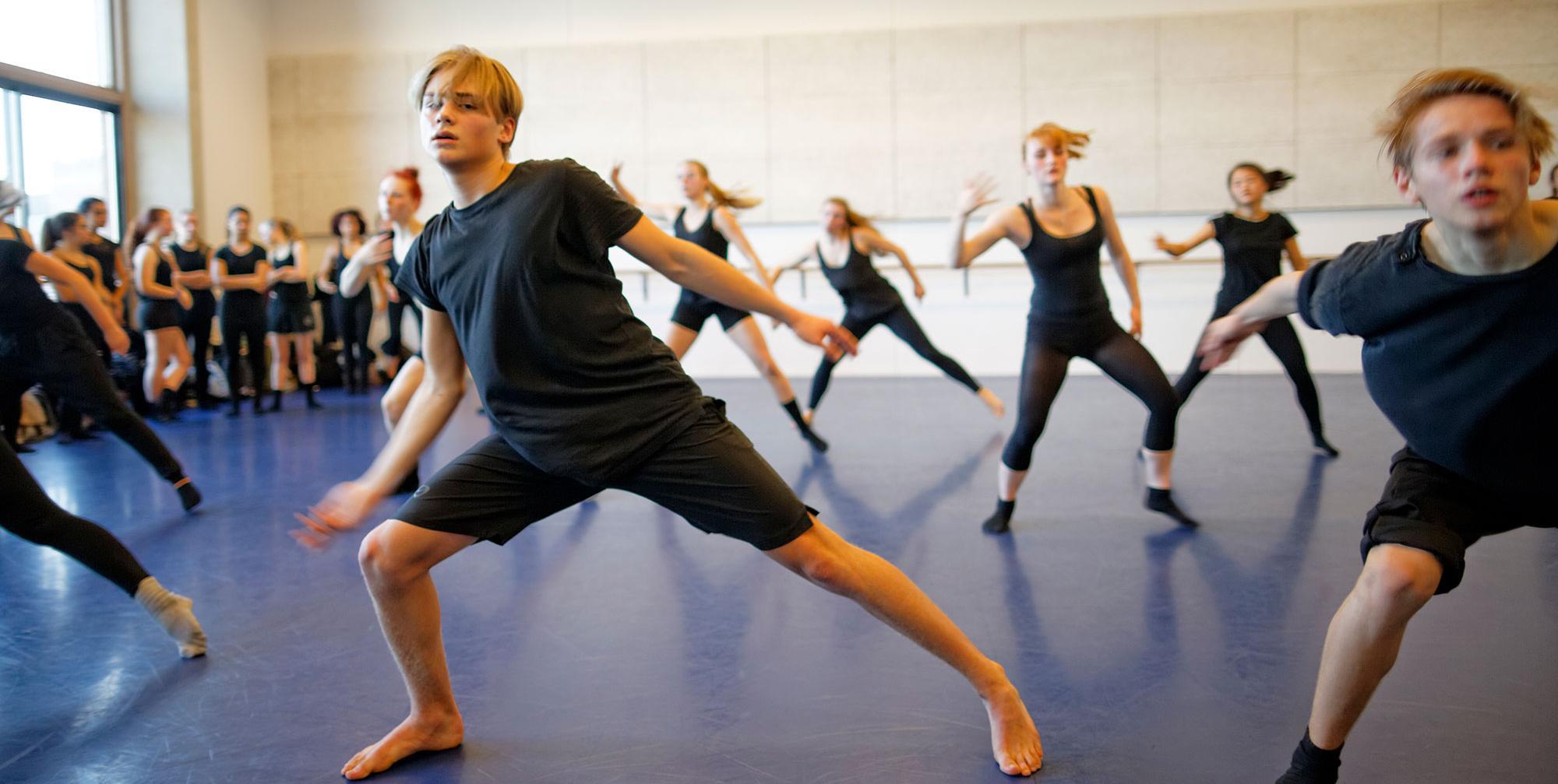 Zeer 5 o'clock class - Academy of Theatre and Dance - AHK FV-64